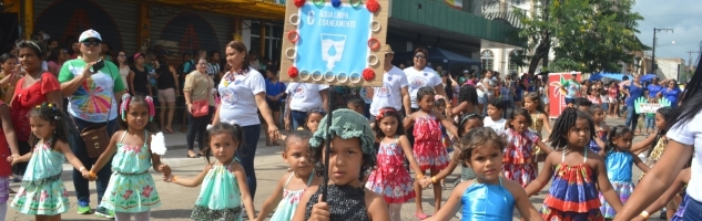 Desfile escolar exibe ações de sustentabilidade